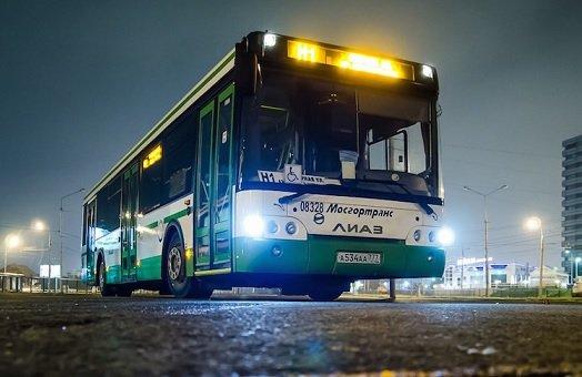 Каждую неделю москвичи проводят в общественном транспорте не менее восьми часов