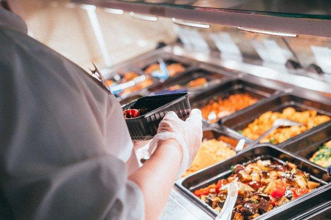 Спрос на доставку продуктов питания увеличился за прошлый год в полтора раза