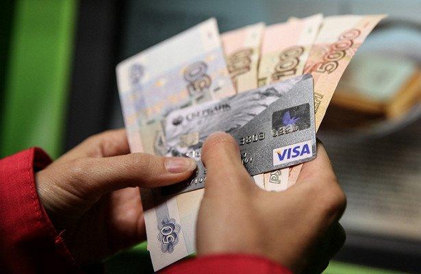 Объем карточных переводов впервые превысил объем обналиченных с карт средств