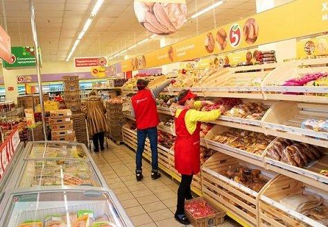 С целью удержания сотрудников «Пятерочка» повысит им зарплаты и предложит работу у дома