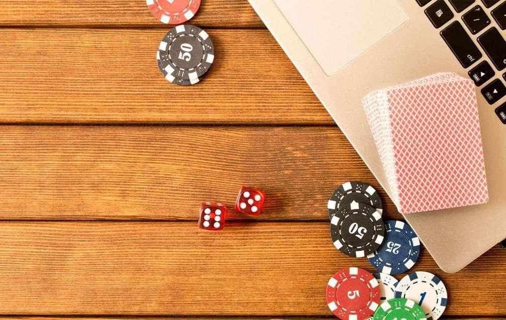 Как начать игру на Пати Покер на деньги?