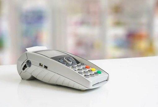 Объем безналичных платежей в рознице начал сокращаться