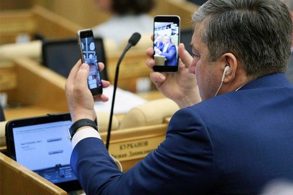 «Ростелеком» определился с поставщиками смартфонов для госслужащих