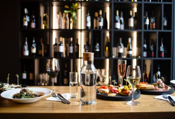 Никита Михалков с помощью франчайзи запустит сеть винных ресторанов