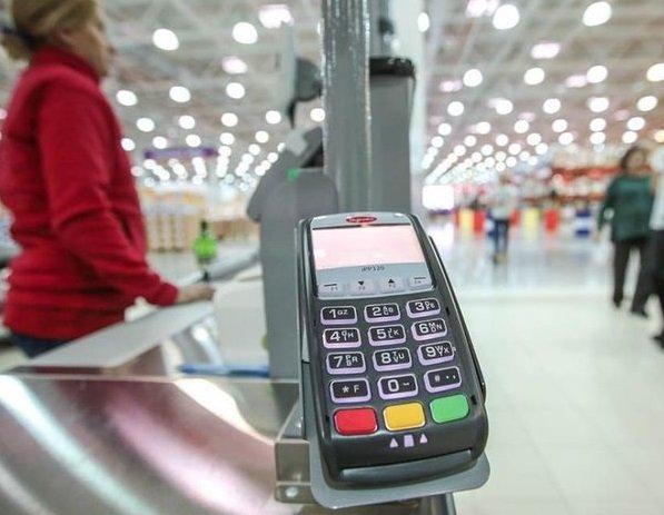 Банки предложили расширить возможность снятия наличных на кассах магазинов на всю Россию