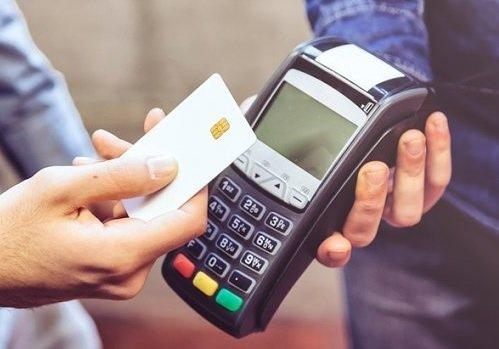 Центробанк сможет ограничивать предельную комиссию за карточные переводы и эквайринг