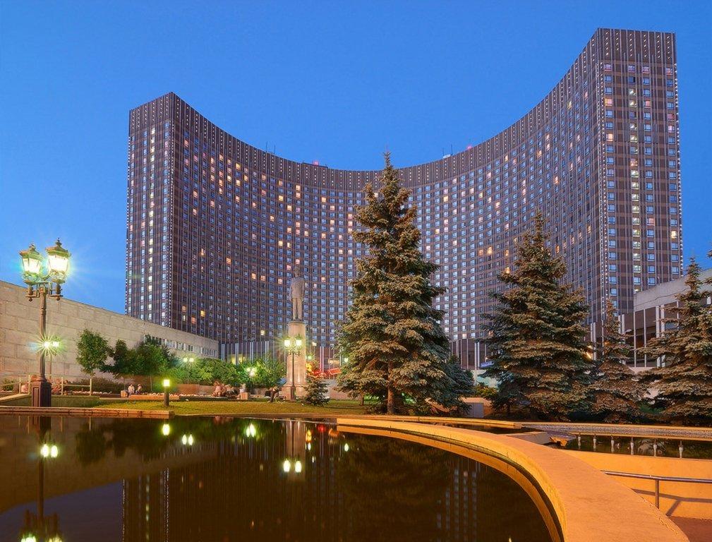 АФК «Система» намерена провести редевелопмент площади возле гостиницы «Космос»