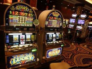 Игра в онлайн клубе Gaminator slots