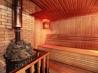 Какие услуги предоставляет гостинично-банный комплекс «Лачи»?