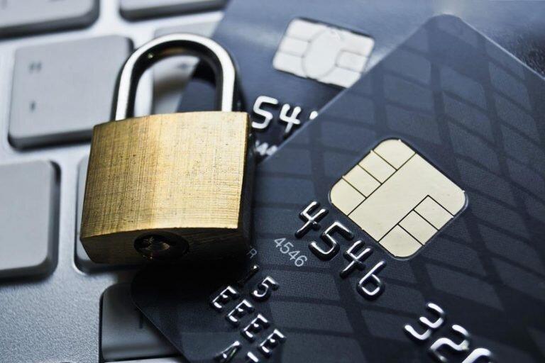 Банки предлагают блокировать карты при поступлении подозрительных платежей