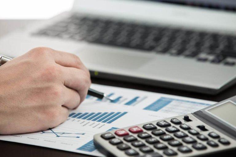 Инвесторы сокращают вложения в российские активы