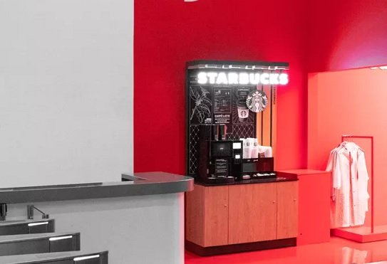 Альфа-банк запустил в Москве магазин с брендированной одеждой