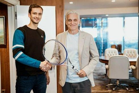 «Тинькофф» сделала своим амбассадором лучшего теннисиста РФ