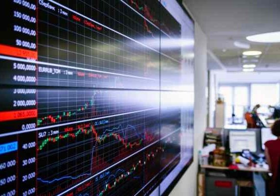 Компания, управляющая активами НПФ, вышла на биржу
