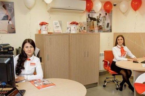 Альфа-банк будет идентифицировать посетителей на входе в отделения
