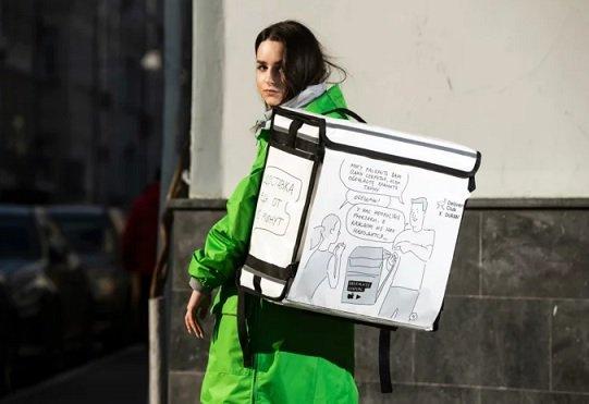 На рюкзаках сотрудников Delivery Club появились сцены из комикса Duran