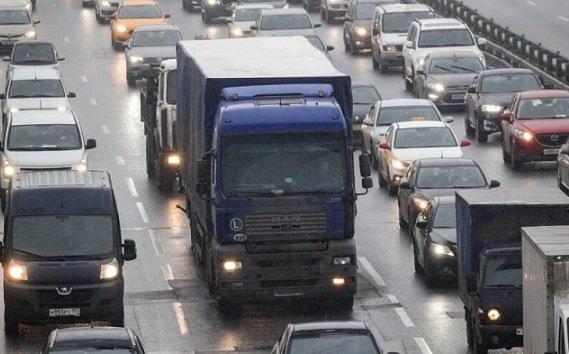 В 2021 году грузовикам могут запретить передвигаться по МКАД