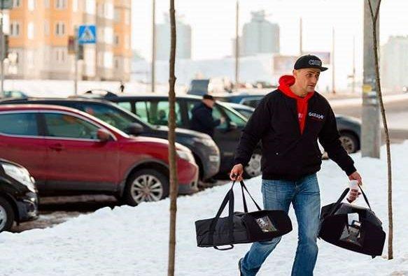 Ритейлеры просят Собянина обустроить в городе бесплатные стоянки для курьеров