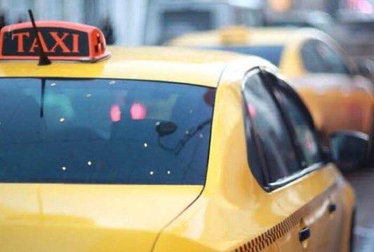 Бизнес попросил власти Москвы сделать бесплатной стоянку для таксистов