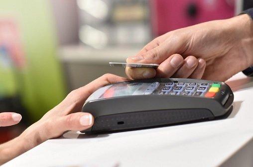 Россияне начали тратить больше денег в офлайн-магазинах