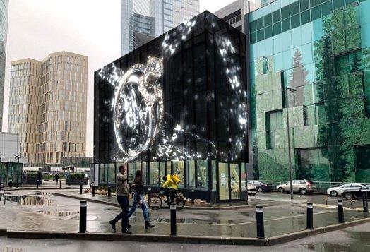 В «Москва-Сити» появились трехэтажные экраны для демонстрации рекламы