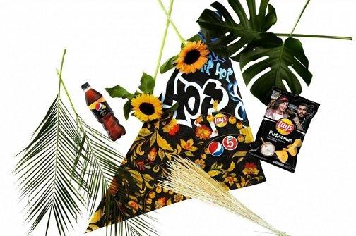 «Пятерочка», Lay's и PepsiCo представили лимитированную коллекцию платков