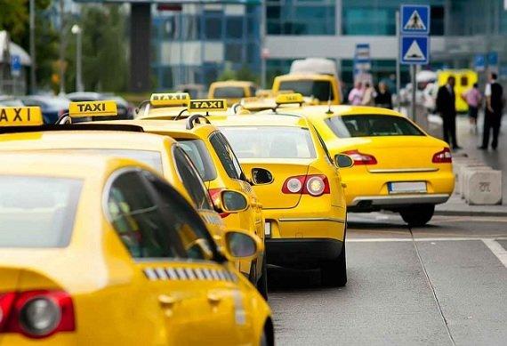 Работу таксистов в Москве начнут проверять с помощью специальной системы