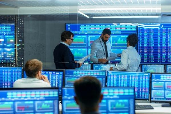 «Мосбиржа» заявила о возможности делистинга акций и GDR российских компаний с иностранных бирж