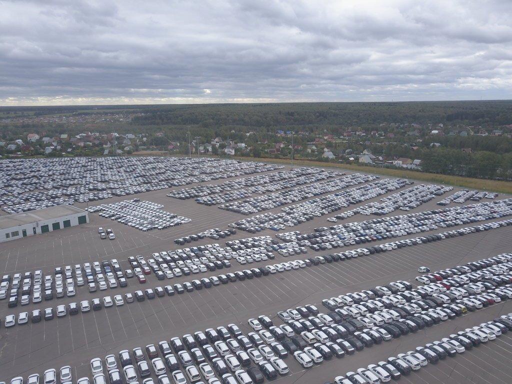 Банк «Юникредит» избавился от бывшего склада «General Motors»