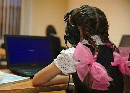 Спрос на домашние парты и учебные столы на Ozon вырос в семь раз