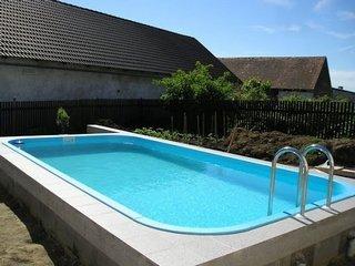 Где можно приобрести качественное оборудование для бассейна?