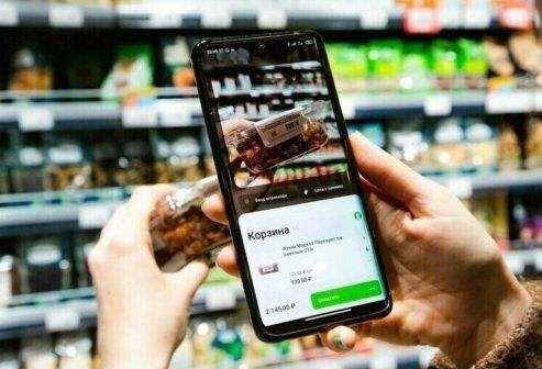 Посетители московских магазинов «Перекресток» и «Пятерочка» смогут оплачивать товары через приложение