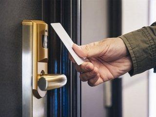 Стоит ли покупать электронные дверные замки для гостиниц?