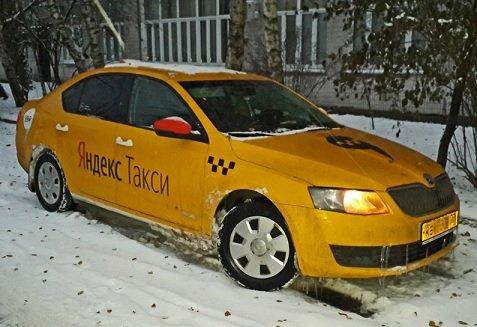 Дептранс поддержал предложение «Яндекса» о вакцинации иностранных курьеров и таксистов