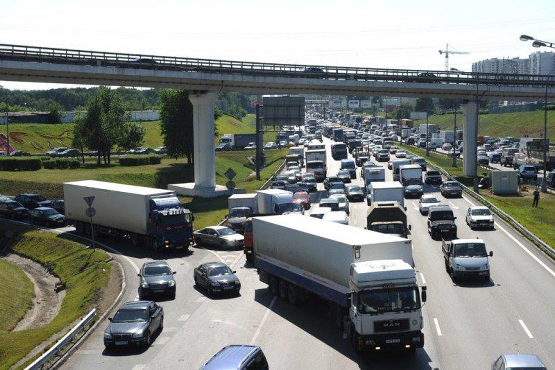 Бизнес пригрозил ростом цен из-за ужесточения правил грузоперевозок в Москве