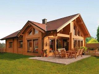 Покраска деревянного дома маслом