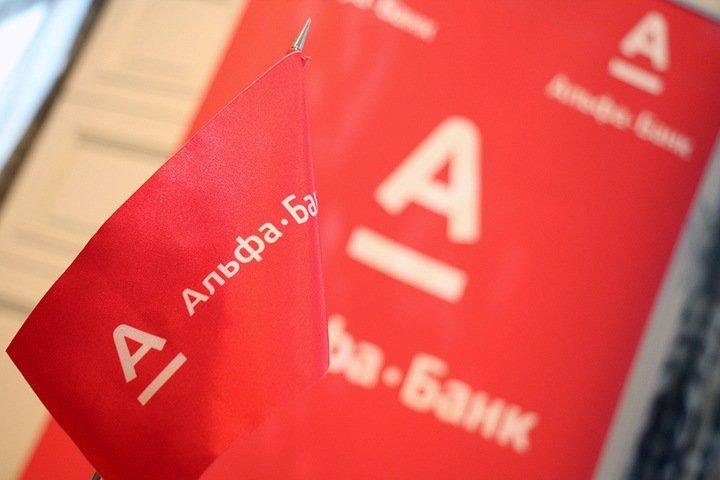 «Альфа-банк» намерен выдавать свои карты в магазинах «X5 Retail Group»