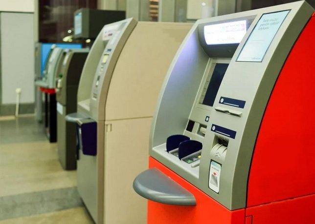Банки начинают внедрение функции снятия средств с чужих карт по QR-коду