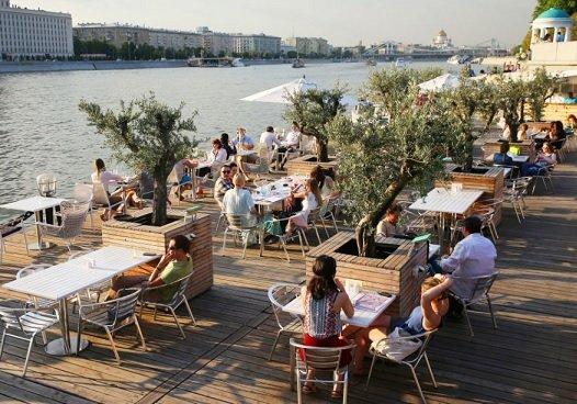 До 12 июля в Москве будет действовать режим свободного посещения летних веранд
