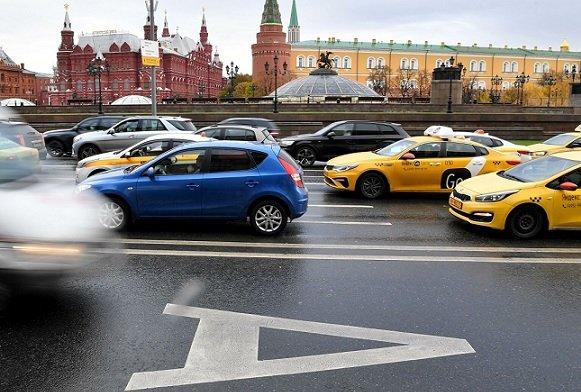 Московские таксисты могут потерять до 5 млрд руб. в случае увеличения минимального тарифа до 150 руб.